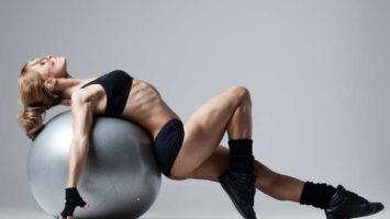 Jak správně sedět na gymnastickém míči